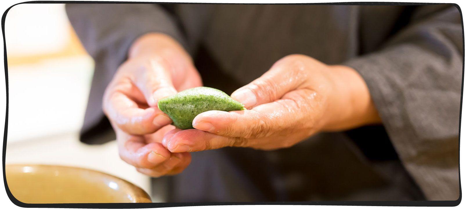 草餅を作っている画像06
